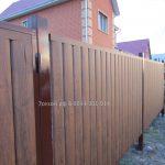 забор из профнастила под дерево2